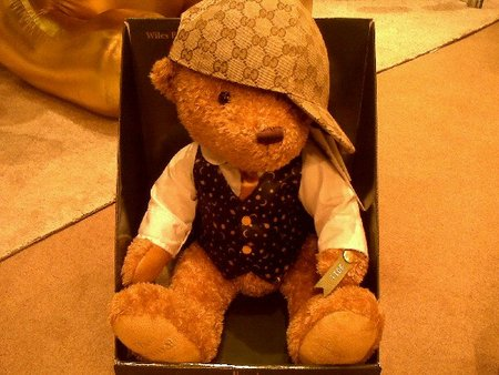 Gucci viste al oso más famoso de Harrod's