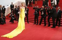 Cannes se rinde ante una apabullante Charlize Theron y su Dior amarillo