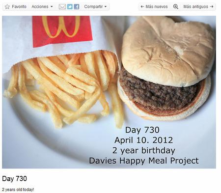 """Fotografiando la hamburguesa """"indestructible"""" durante más de 700 días consecutivos"""