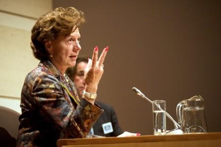 """Neelie Kroes: """"No propongo obligar a todos los operadores a ofrecer un Internet completo"""""""
