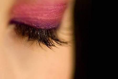 Ojos en rosa y berenjena