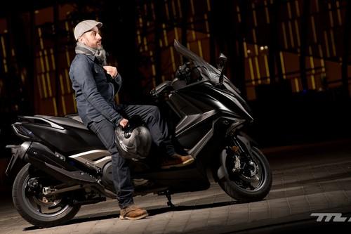 La chaqueta y los guantes podrían ser obligatorios para ir en moto. No es broma, es Seguridad Vial