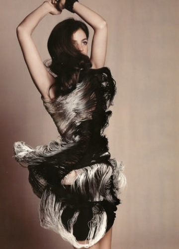 Foto de Julia Restoin-Roitfeld en el editorial de abril de Harper's Bazaar UK (7/12)