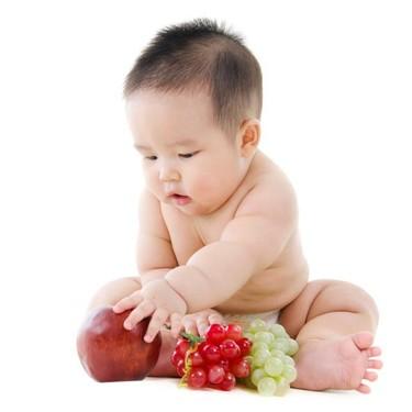 Para la fruta de tu bebé, mejor la pieza entera