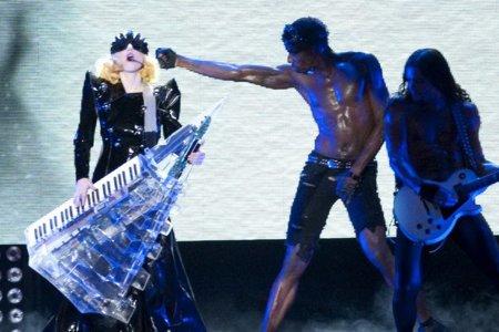 El estilo de Lady GaGa contra el Rihanna: ¿quién es más espectacular en los conciertos? VIII