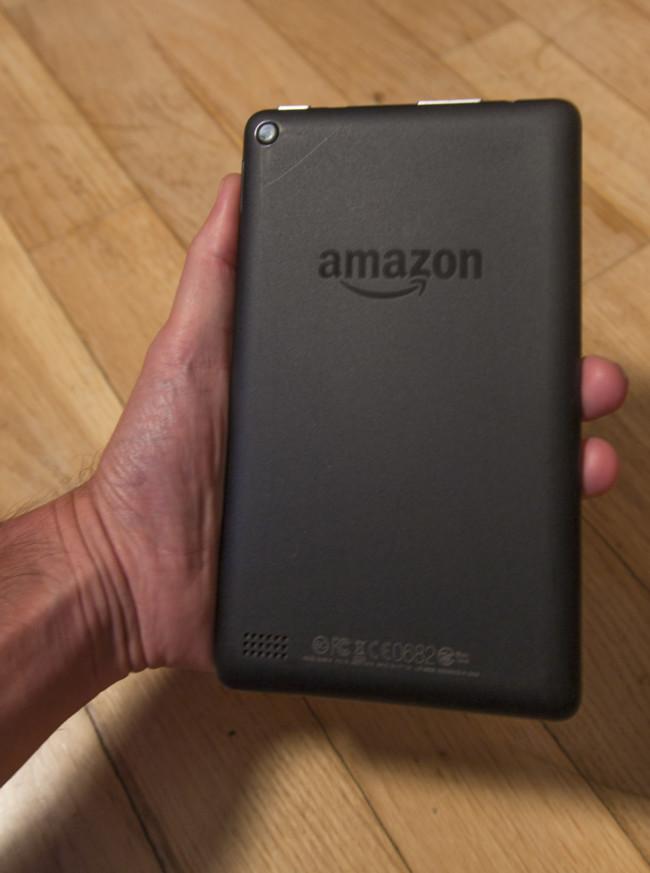 Amazon Fire 5gen parte trasera en mano
