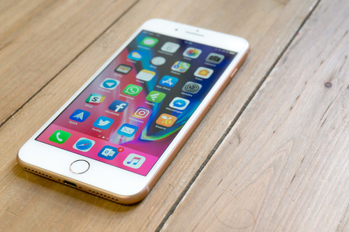 Cómo saber qué aplicaciones tienen acceso al micrófono y la cámara del iPhone