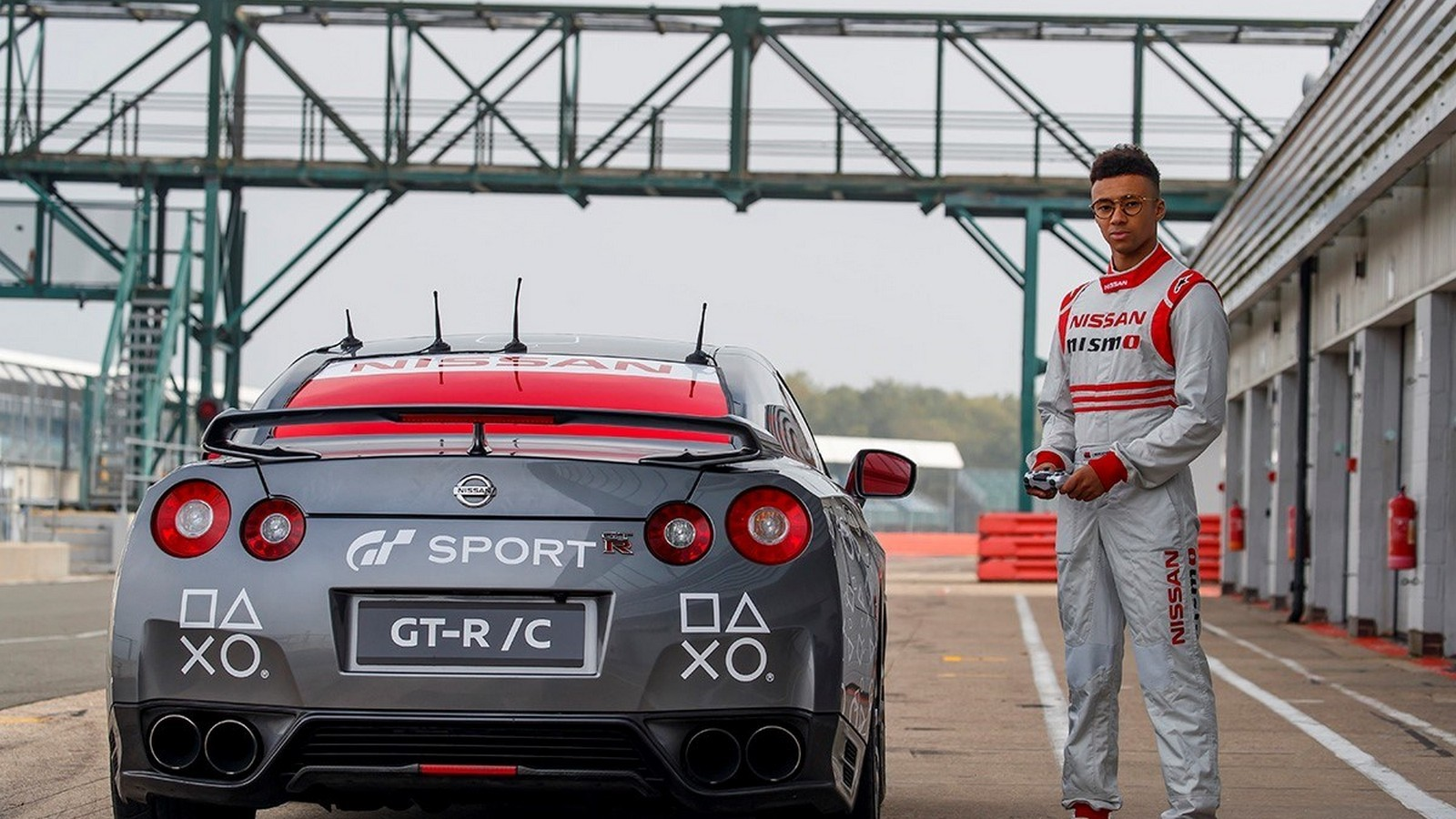 Foto de Nissan GT-R controlado por una PlayStation (4/21)