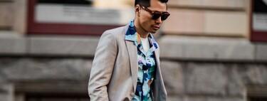 Éstas combinaciones nos demuestran que la camisa de flores se puede adaptar a la formalidad de una americana este verano