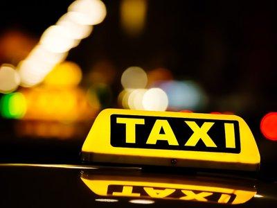 Más caos en el mundo del taxi: el Tribunal Supremo concede nuevas licencias para Uber y Cabify