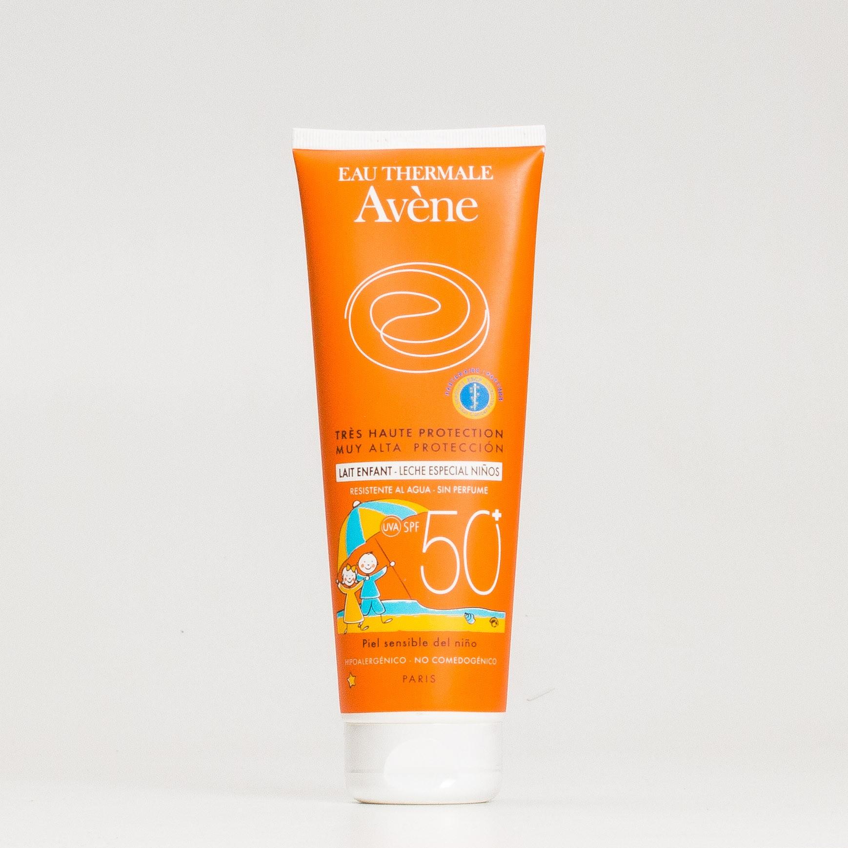Leche solar resistente al agua SPF50 para pieles sensibles infantiles de Avène