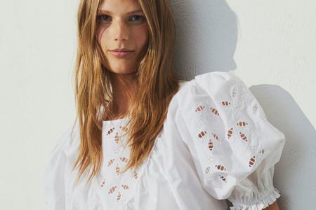 13 blusas y camisas blancas con las que H&M quiere dejar el color a un lado para centrarse en el diseño