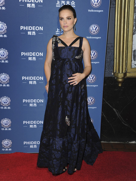 Natalie Portman Huading Global Film Awards Look Alfombra Roja 2