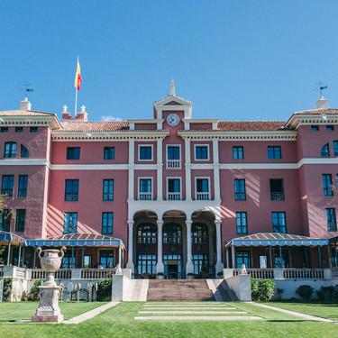 Villa Padierna: el lujoso hotel de estilo toscano en la Costa del Sol que mira hacia las cristalinas aguas del mediterráneo