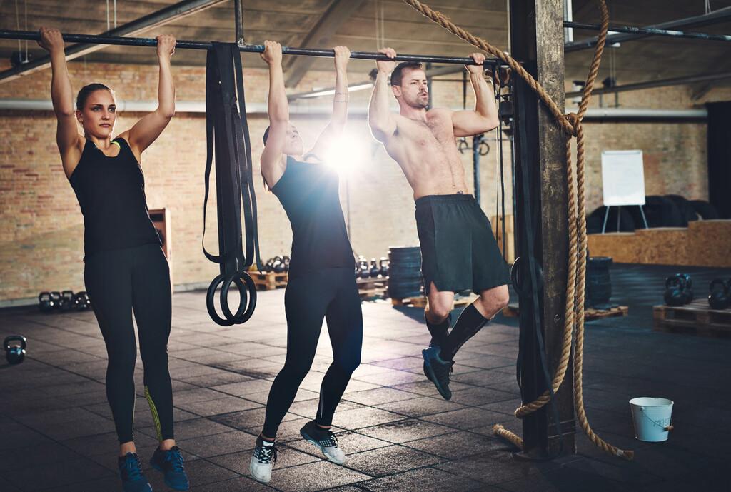 Cinco variaciones de dominadas para poner a prueba espalda, brazos y core