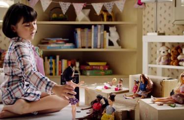 Barbie quiere ser profesional e independiente ¿Por qué nos gusta su nuevo anuncio?