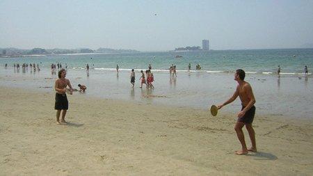 Las palas: un clásico de la playa que nos ayuda a estar en forma
