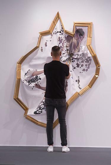 """La Couture """"Framed"""" de Viktor & Rolf para acabar con las distinciones entre moda y arte"""