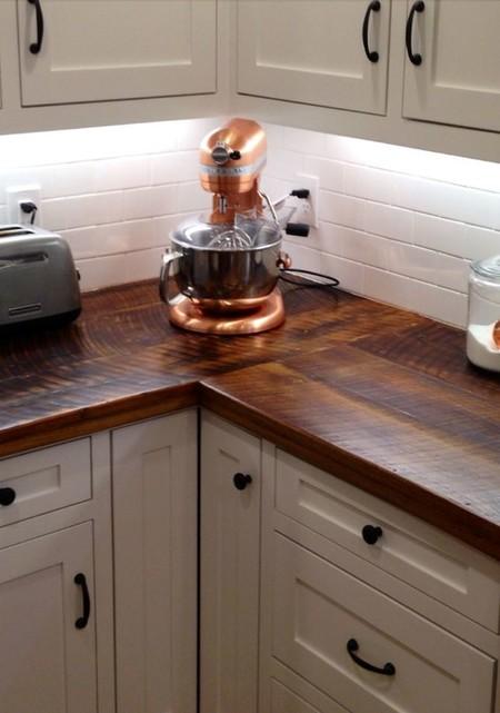 17 ideas para decorar la cocina con accesorios y mobiliario de cobre