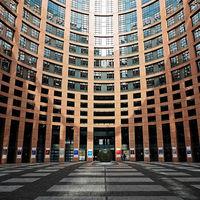 Europa tiende la mano a EEUU, pero advierte que responderá con aranceles si Trump los aprueba