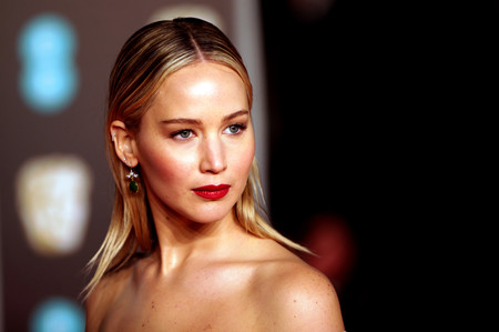 jennifer lawrence look bauty bafta
