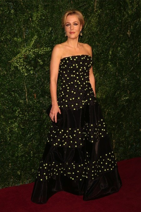 Gillian Anderson, otra que mejora como el vino