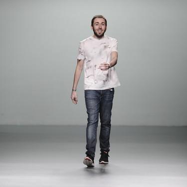 Daniel Rabaneda continúa su subida en el mundo de la moda, ahora como director creativo de Ángel Schlesser