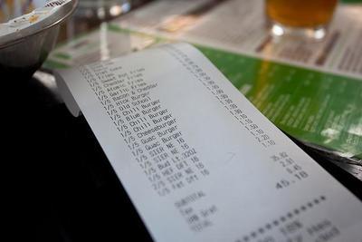 Los 10 trucos psicológicos de los restaurantes para que nos gastemos más