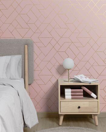Papel pintado geométrico en rosa y dorado