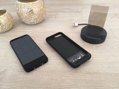 Esta carcasa-batería te permite recargar el móvil con energía solar