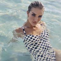 Este es el bañador de 47 euros con el que Rosie Huntington-Whiteley ha arrasado en Instagram