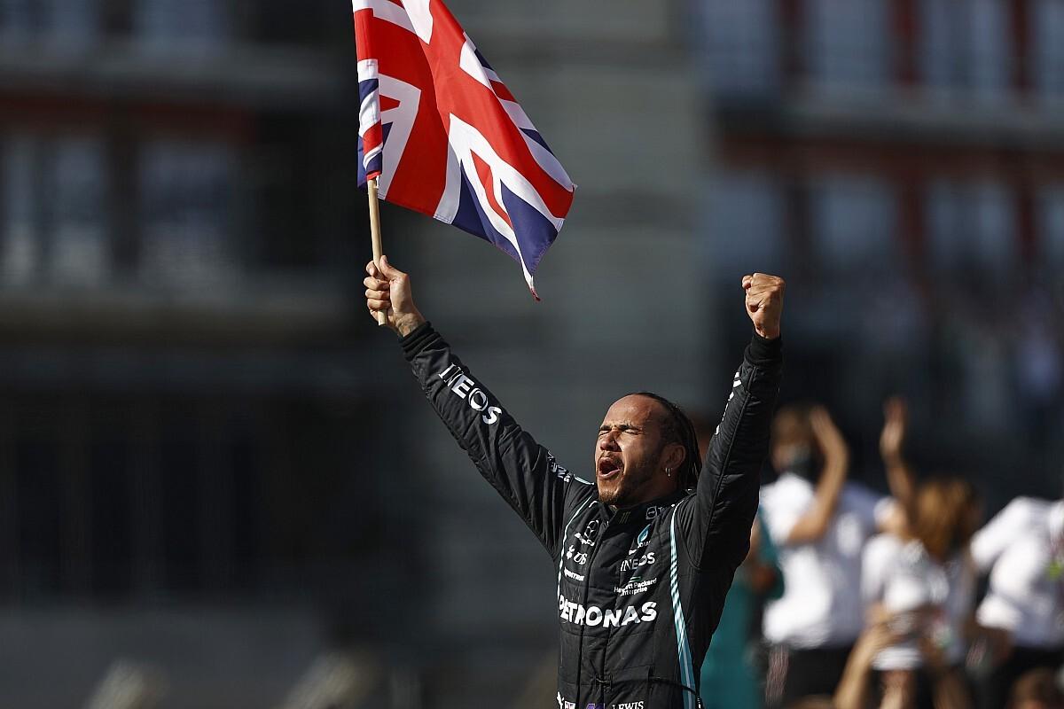 Hamilton gana en Silverstone tras chocar con Verstappen y provocar su abandono