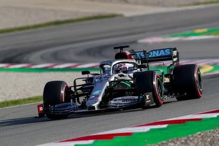 Mazazo de Mercedes en Barcelona: dominan con segundo y medio de ventaja mientras Ferrari rompe el motor