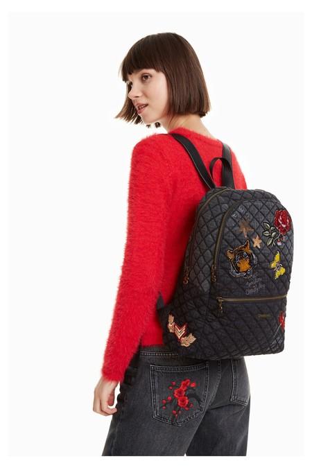 Esta mochila Desigual de lona y parches puede ser tu mejor aliada este curso por 55,96 euros y envío gratis