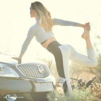 ¿Por qué Buick pone a Bar Refaeli mirando a este coche?
