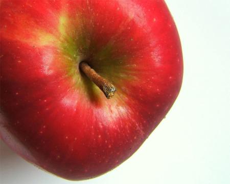 Etiquetar la fruta con personajes de dibujos puede ayudar a los niños a comer más sano