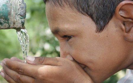 Beber agua podría acelerar la pérdida de peso