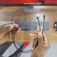 El iMac Pro vendrá con un cable Lightning negro (y otros accesorios a juego)