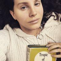 Lana Del Rey ha escrito un libro de poesía que va a autopublicar en los próximos meses y a vender por menos de un euro