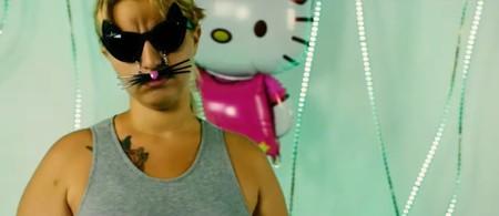 """""""Como Kitty gatita siempre calentita"""": La Reina del Brillo da el salto a la música con un trap sobre sí misma"""