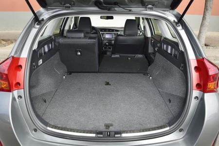 Interior Toyota Auris Touting Sports