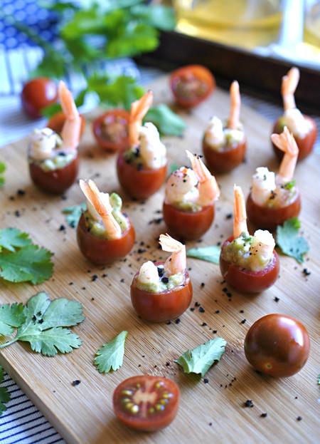 Tomates Mini-Kumato® rellenos de guacamole y gambas