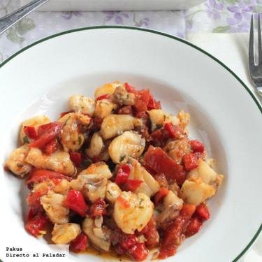 Rape salteado con picadillo de tomate y pimientos del piquillo: receta de Semana Santa