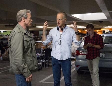 Alan Taylor habla con Arnold Schwarzenegger en el rodaje