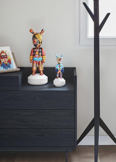 El artista Ricardo Cavolo colabora con Lladró incorporando su potente y reconocida iconografía a su icónico muñeco de porcelana