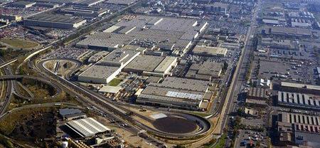 Nissan y sindicatos firman un convenio para que Barcelona reciba el nuevo turismo