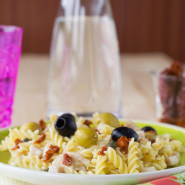 Ensalada de pasta veraniega, receta rápida y sin complicaciones