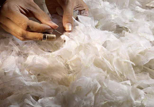 artesanos-chanel-plumas.jpg