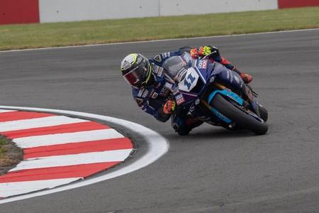 Sandro Cortese se lleva la carrera de Supersport en Gran Bretaña ¡y ya es líder del campeonato!