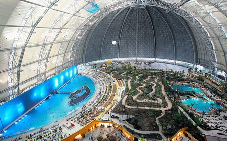 Aerium, el hangar más grande del mundo: de base militar nazi a exótico parque de atracciones